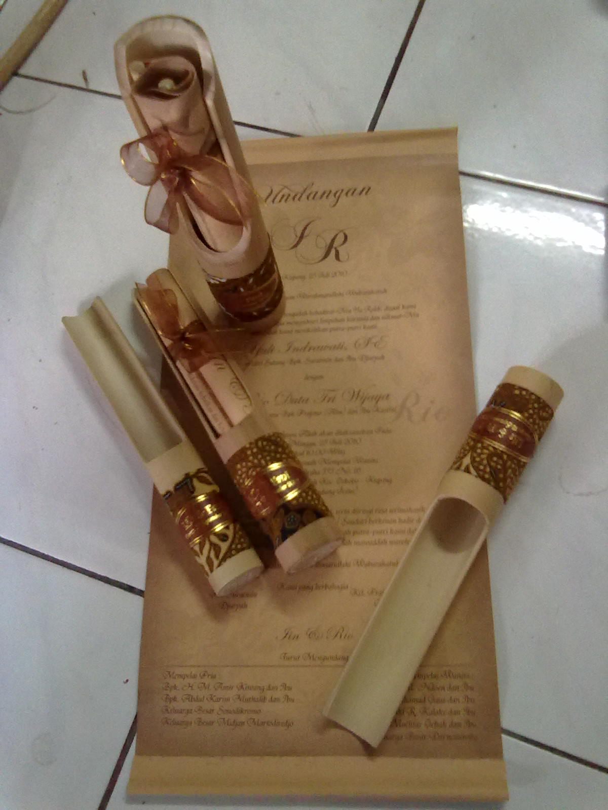 kartu undangan » undangan gulung bambu
